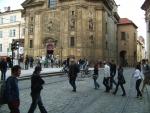 Smetanovo nábřeží po zklidnění: Na Křižovnickém náměstí bude možné volně přecházet.