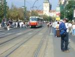 Smetanovo nábřeží pro pěší s tramvajemi